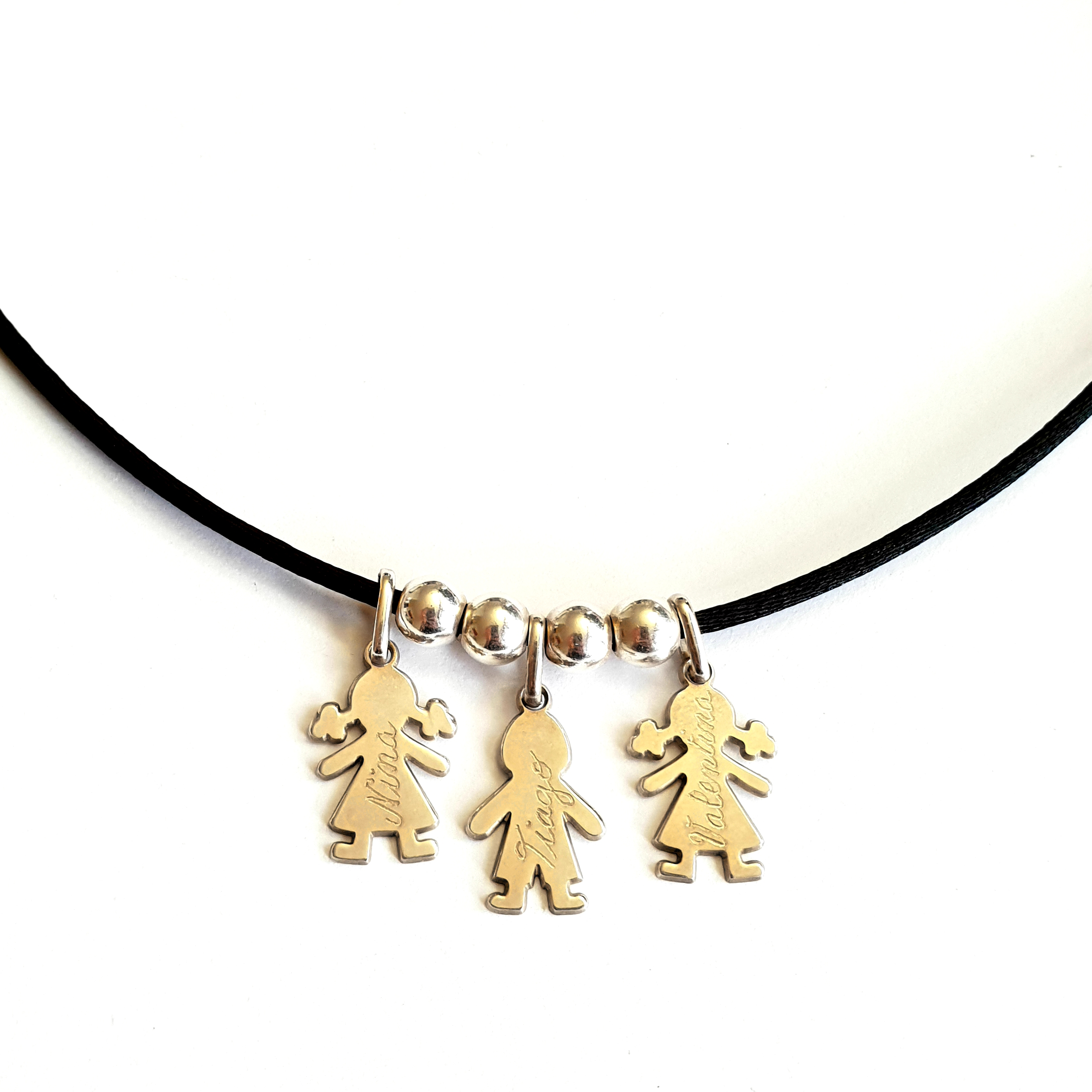 ancien-collier-3-personnages.jpg